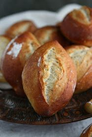 Weizenbrötchen - German Hard Rolls with Poolish Create Perfect Melt In The Mouth Dinner Rolls Cookin German Bread, German Baking, Bread Bun, Bread Rolls, Crusty Rolls, Pan Focaccia, Bread Recipes, Baking Recipes, Easy Recipes