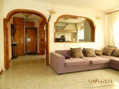 Apartament 3 camere, Ultracentral, zona Libelula, 80 mp, comision 0%!  Apartamentul este situat la etajul 10, suprafata 80 mp, fiind compus din: 2 camere, living, bucatarie, baie, 2 holuri, locuinta fiind amenajata intr-un stil vintage baroc, cu materiale de cea mai buna calitate.  Agent: Alexandru Rasunoiu Telefon: 0742026342 Stil Vintage, Aradia, Oversized Mirror, Modern, Furniture, Home Decor, Home Furnishings, Interior Design, Home Interiors