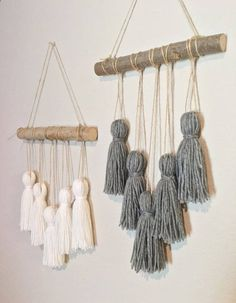 Tassel mobile yarn wall hanging woven wall hanging yarn tassels nursery deco llama crafts 18 fantastic diy llama loving crafts to inspire your creativity! Mur Diy, Yarn Wall Hanging, Wall Hangings, Hanging Tapestry, Diy Hanging, Handmade Wall Hanging, Hanging Wire, Deco Boheme, Creation Deco
