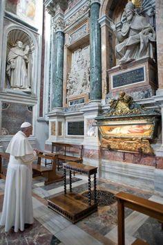 The Pope at Santa Maria Maggiore  REUTERS/Osservatore Romano