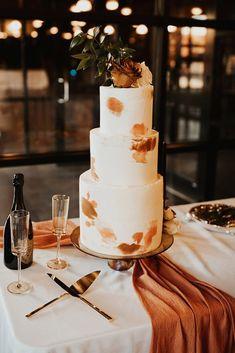 graceful modern fall wedding cakes