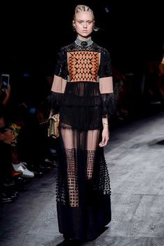 Valentino Spring 2016 Ready-to-Wear Fashion Show