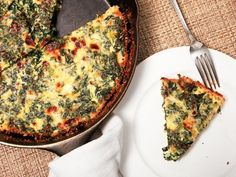 Easy Kale Quiche from Serious Eats Looks so yummy - think it would be good during the week for quick breakfast on the run. Kale Recipes, Quiche Recipes, Great Recipes, Vegetarian Recipes, Cooking Recipes, Favorite Recipes, Healthy Recipes, Vegetarian Cooking, Quiches