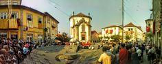 Boa tarde :D O Largo da Lapa em Arcos de #Valdevez durante a missa que antecedeu a procissão da Sra. da Lapa integrada nas Festa do Concelho de 2015 - http://ift.tt/1MZR1pw -
