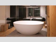 Wunderschönes Kunden-Badezimmer mit der freistehenden Badewanne Piemont Medio