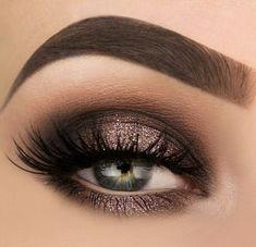Spotlight halo smokey eye