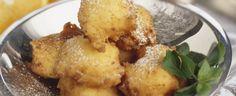 frittelle di ricotta sono dei dolci fritti di origine toscana molto facili da preparare. Adatte da servire durante il periodo natalizio o durante il carnevale sono simili alle normali frittelle, ma hanno come ingrediente aggiuntivo la ricotta che le rende particolarmente soffici e delicate, donando un leggero retrogusto di latte. L'impasto può essere arricchito con uvetta o gocce di cioccolato o insaporito con un bicchierino di liquore. Fritte in olio di arachide, che mantiene bene la…