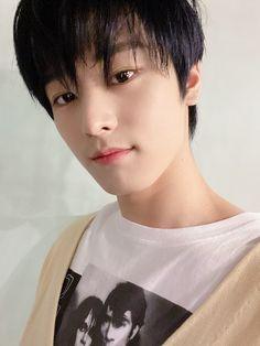 The boyz Juyeon Hyun Jae, I Have A Crush, Im Not Okay, Twitter Update, Smile Face, Handsome Boys, South Korean Boy Band, Boy Bands, Boy Groups