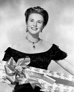 The beautiful & talented singer,Deanna Durbin, 1948 wearing Joseff of Hollywood jewelry in Up in Central Park Old Hollywood Movies, Hollywood Actor, Golden Age Of Hollywood, Vintage Hollywood, Hollywood Stars, Hollywood Actresses, Classic Hollywood, Actors & Actresses, Celebrity Twins