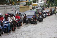Hujan Deras, Drainase Perumahan Berngam Amblas