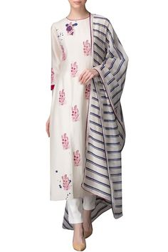 Shop AM:PM - Ivory kurta set with pink thread work Latest Collection Available at Aza Fashions Indian Salwar Suit, Anarkali Suits, Chanderi Suits, Sharara Suit, Pakistani Suits, Punjabi Suits, Indian Dresses, Indian Outfits, Ethnic Fashion