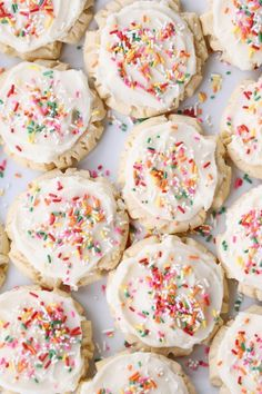 The BEST Swig Sugar Cookies These are the best little frosted sugar cookies on the planet! A knockoff from the popular soda shop, these Swig sugar cookies are amazing (and so easy – no rolling or cutting out! Drop Sugar Cookie Recipe, Sugar Cookie Frosting, Cookie Recipes, Dessert Recipes, Desserts, Muffin Recipes, Yummy Recipes, Recipies, Crinkle Cookies