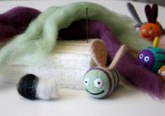 beginner needle felting tutorial, if I ever get ambitious enough to try it. Wool Needle Felting, Needle Felting Tutorials, Needle Felted Animals, Wet Felting, Felt Animals, Felted Wool, Yarn Crafts, Felt Crafts, Kids Crafts