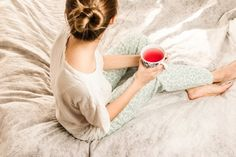 5 Self Care Nightly Routines To Help Stop Anxiety Before Sleep - Searching For Better - Health and wellness: What comes naturally Best Tea For Sleep, Sleep Tea, How To Sleep Faster, How To Get Sleep, Sleep Better, Stress And Anxiety, Nocturne, Ayurveda, Keep Fit