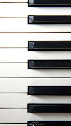 piano and wallpaper image
