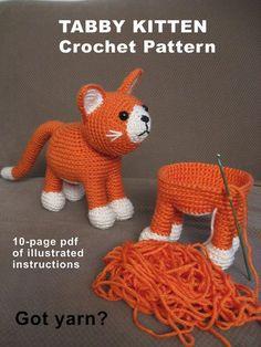 Yo soy sólo herido con este gatito lindo crochet! Este patrón se basa en mi gato, Fred, quien adoptó como un callejero, un pequeñajo muy