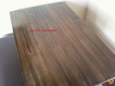 Tampo da mesa com pitura imitando madeira