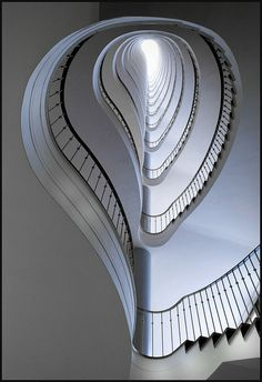 Distorted Spiral Staircase - the outside rises, inside does not. Staircase from Paul Schwebes @ Allianz Haus Berlin [1953 - 1955]