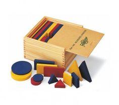 Bloques lógicos de distintas formas con los que podemos enseñar lógico matemática a los niños de distintas formas.