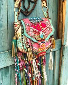 www.Vagabond-Dogs.com I did NOT fabricate this bag but want to pass it along.    Todays bag! What do you think? Yay or Nay? indiawakandahellip Boho Hippie, Hippie Style, Mode Boho Gypsy, Gypsy Bag, Estilo Hippie, Hippie Bags, Boho Bags, Gypsy Style, Bohemian Style