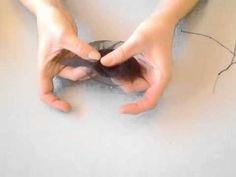 Este tocado es muy fácil de hacer. Además es muy elegante y sutil al no ser muy recargado. Os animo a que lo hagáis, que son pocos materiales y baratos. Ahor...