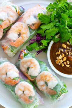 Shrimp Spring Rolls with Peanut Dipping Sauce - Jessica Gavin Vegetable Appetizers, Appetizers For A Crowd, Seafood Appetizers, Yummy Appetizers, Appetizer Ideas, Italian Appetizers, Shrimp Spring Rolls, Summer Rolls, Healthy Crisps