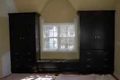 Browse through our gallery of works - Cabinets, Built Ins, Moldings, Home Office and Other Custom Projects.