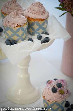 Wir holen uns den Sommer zurück und zwar mit leckeren Buttermilch-Blaubeer-Cupcakes. Einfach und lecker. Schaut mal hier: http://photolixieous.wordpress.com/2014/08/28/wie-ware-es-denn-mal-miteinem-leckeren-buttermilch-blaubeer-wir-holen-uns-den-sommer-zuruck-cupcake/