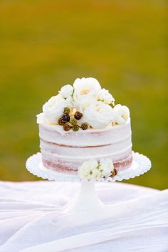 Small naked cake with flowers   Set Free Photography