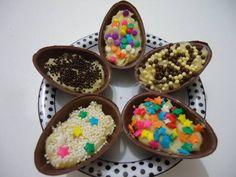Ovos de páscoa abertos com recheios