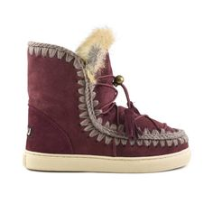 ¿Te gusta llevar los pies calentitos e ir a la moda? Pues tenemos el calzado perfecto para ti: estas botas MOU del color de la temporada.    Ven a Chercell en el C.C. Arturo Soria Plaza y ¡no dejes que el frío pare tus pasos! ❄️