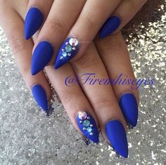 2. A few strategically placed jewels can really glam up a blue mani!
