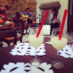 in the courtyard! Slushies, Happy Friday, Instagram Accounts, Wine Recipes, Table Decorations, Dinner Table Decorations