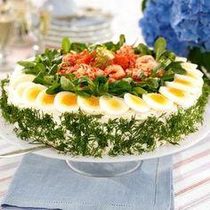 Laxtårta med kräftstjärtar Baby Food Recipes, Cooking Recipes, Healthy Recipes, Sandwich Torte, Salad Cake, Party Sandwiches, Brunch Buffet, Food Garnishes, Food Platters