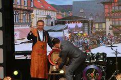Eröffnung des Rathausfestes mit dem traditionellen Bierfassanstich