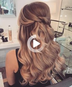 If you are a bride to be and a bit confused on what hairstyle you should go for on your wedding day then look... Wedding Hairstyles Half Up Half Down, Half Up Half Down Hair, Easy Hairstyles For Long Hair, Hairstyles For Round Faces, Bride Hairstyles, Hairstyles With Bangs, Bridesmaid Hair, Prom Hair, Fine Hair Bangs