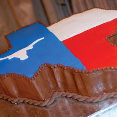 Don't mess with Texas (groom's cake)  D Weddings : Steal This Idea