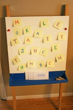 Great for pre-k or K lit centers/ playtime/ small groups! 'Post-It letters in your name game' - Hunt for the letter in their name & put them in order. Kindergarten Names, Preschool Names, Kindergarten Literacy, Preschool Classroom, Preschool Learning, Fun Learning, Starting Kindergarten, Preschool Writing, Early Literacy