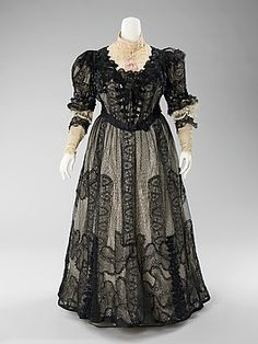 1900 – 1903 American Ensemble made of Silk & Linen