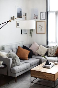 Attractive Living Room Wall Decor Ideas To Copy Small Space Living Room, Living Room Art, Living Room Designs, Small Spaces, Small Rooms, Piece A Vivre, Room Wall Decor, Trendy Home, Room Colors