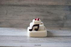Raw vegan - White truffle cake