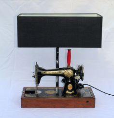 Lampe machine à coudre SINGER de la boutique LaMaisondeBerthalie sur Etsy