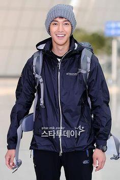 kim hyun joong --- barefoot friends variety show