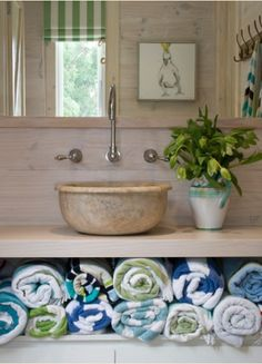 ⚓️ coastal style towel storage for a bathroom. Coastal Cottage, Coastal Homes, Coastal Style, Coastal Living, Coastal Decor, Coastal Bathrooms, Beach Bathrooms, Seaside Bathroom, Bathroom Green