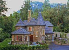 35 Best Modern Castle Homes Exterior Landscaping - Page 9 of 38 Castle House Plans, Castle Homes, Modern Castle House, Modern Houses, Casa Retro, Br House, Small Castles, Mediterranean Homes, Stone Houses