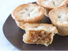 Easy Apple Recipes: Muffin Tin Apple Pies- with my GF crust. Great Desserts, Köstliche Desserts, Delicious Desserts, Dessert Recipes, Yummy Food, Small Desserts, Apple Pie Recipe Easy, Apple Recipes Easy, Sweet Recipes
