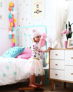 Toddler girl bedrooms with a touch of vintage | cute girls and kids room ideas