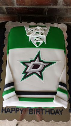 Dallas Stars Jersey Cake by Max Amor Cakes. Hockey Birthday Cake, Hockey Party, Mum Birthday Gift, Birthday Cakes For Men, Boy First Birthday, Birthday Nails, Hockey Wedding, Hockey Cakes, Dallas