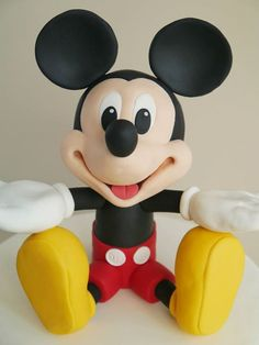 mickey figure Mickey Mouse Bday, Minnie Mouse Cake, Mickey Party, Disney Mickey, Family Cake, Mickey Cakes, Kid Picks, Baby Boy Cakes, Biscuit