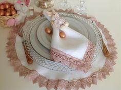 jogo americano redondo branco de cambraia com renda rose- 44cm /guardanapo branco, cambraia com renda rose 50/50cm. porta guardnapo coelhinh...